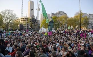 Londra'da iklim değişikliği protestolarında gözaltı sayısı bine ulaştı
