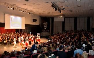 Muratpaşa Belediyesi kursiyerleri sahne aldı