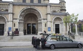 Öldürülen gazeteci McKee son yolculuğuna uğurlandı