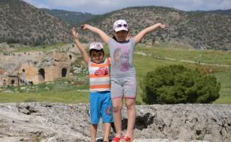 Pamukkale'ye giriş ücretsiz oldu, adım atacak yer kalmadı