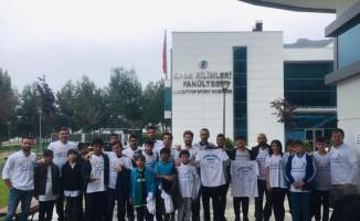 PAÜ'lü öğrenciler çocuklarla basket maçına gitti