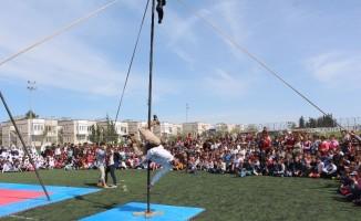 Samsat'ta çocuklar sirk gösterileri ile eğlendi