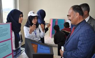 Sincik'te 'TÜBİTAK 4006 Bilim Fuarı' sergisi açıldı