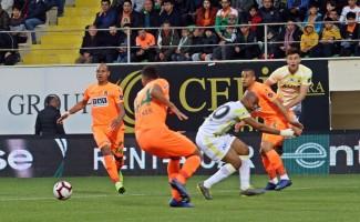 Spor Toto Süper Lig: Aytemiz Alanyasopr: 0 - Fenerbahçe: 0 (İlk yarı)