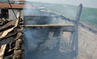 Tekirdağ'da yanan ev küle döndü: 150 bin liralık maddi hasar