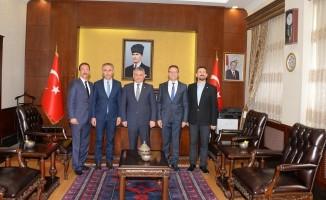 Triatlon Federasyon Başkanı Vali Yazıcı'yı ziyaret etti