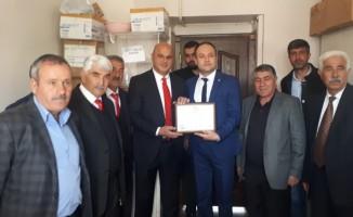 Tuzluca Belediye Başkanı Ahmet Sait Sadrettin Türkan mazbatasını aldı