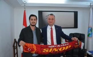 UltrAslan'dan Başkan Ayhan'a atkı
