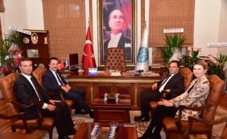 Vali Şentürk, Başkan Şahin'i ziyaret etti