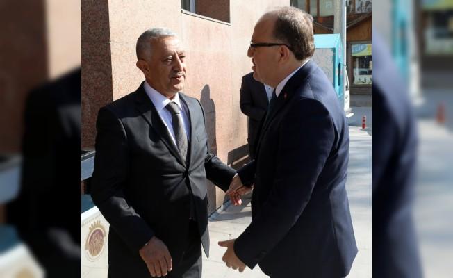 Vali Tutulmaz'dan Başkan Zeybek'e ziyaret
