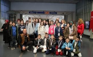 Yabancı çocuklar, Bilim Merkezi'ni gezdi
