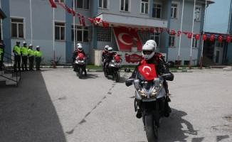 Afyonkarahisarlı hayırseverler 10 motosikleti polise teslim etti