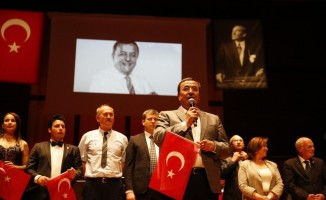 Atatürk Destanı ayakta alkışlandı