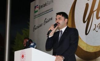 Bakan Kurum, Emlak Katılım Bankası çalışanlarıyla iftarda bir araya geldi