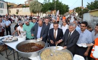 Başkan Güder, Taştepe'de iftarda vatandaşla bir araya geldi