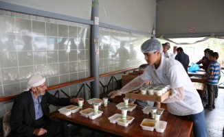 Canpolat'tan hasta yakınlarına iftar ikramı