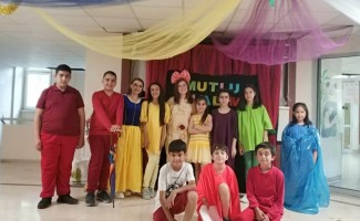 Çocuk tiyatroculardan kanser tedavisi gören arkadaşlarına moral