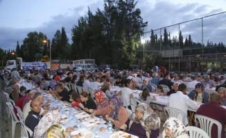 Efeler Belediyesinin iftar buluşmaları İstiklal'de devam etti