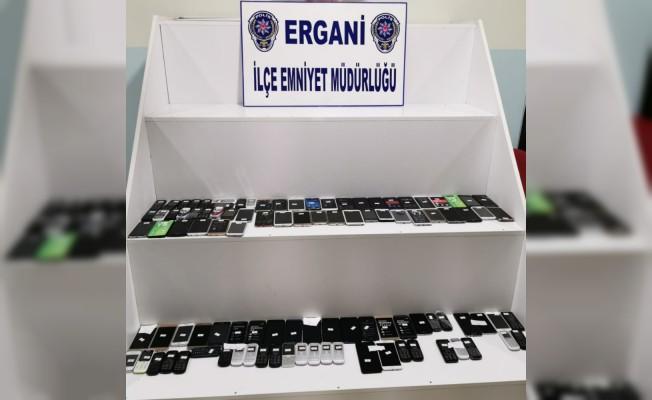 Ergani'de kaçak cep telefonu operasyonu