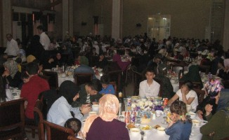 Esenler'de 15 ülkeden yetim çocuklar iftarda buluştu