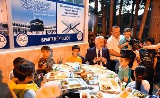 Isparta'da çocuklara özel iftar, bu iftara aileler katılamıyor