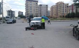 Kamyonet ile motosiklet çarpıştı: 1 Yaralı