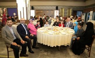 Kocaeli'nde yetimlerin yüzünü güldüren iftar