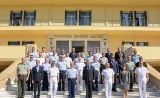 """MSB: """"Atina'da yapıcı bir ortamda gerçekleşen Türk ve Yunan Milli Savunma Bakanlıkları heyetleri arasındaki görüşmeler sona erdi. Görüşmelere yakın zamanda Türkiye'de devam edilmesi planlanıyor."""""""