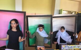 Tatvan'lı öğrenciler ünlü ressamların tablolarını canlandırdı