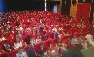 Tosya Belediyesi, bin çocuğa ücretsiz sinema izletti