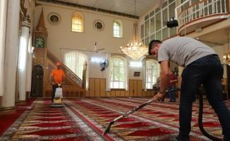 Turgutlu'nun 94 camisinde temizlik çalışmaları hız kazandı