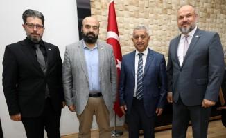 Yeşilay'dan Belediye Başkanı Zeybek'e ziyaret