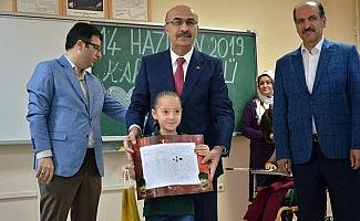 Adana'da 482 bin öğrenci karne sevinci yaşadı