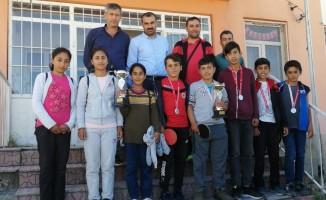 Ahlatlı öğrencilerin masa tenisi başarısı
