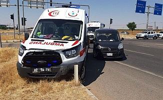 Ambulans ile hafif ticari araç çarpıştı: 2 yaralı