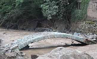 Araklı'daki sel her yeri yıktı, bir tek o ayakta kaldı