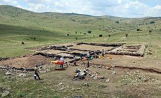 """Arkeolojik kazıda """"testi kebap"""" izledi"""