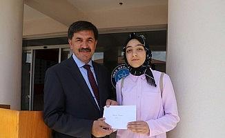 Başkan Aksun, karne dağıtım törenine katıldı