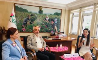 Başkan Başdeğirmen'den, Çin TV'sine gül röportajı