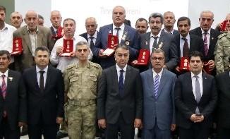 Bitlis'te 35 Kıbrıs gazisine 'Milli Mücadele Madalyası' verildi