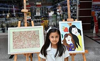(Düzetlme) - 7 yaşındaki çocuk kişisel resim sergisi açtı
