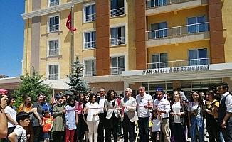 Edremit Anadolu Lisesi öğrencilerin resim sergisi
