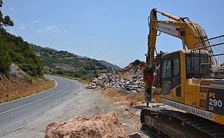 Gazipaşa-Alanya Sahil Yolu güvenli hale getiriliyor