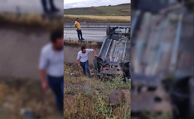 Gemerek'te trafik kazası 3 yaralı