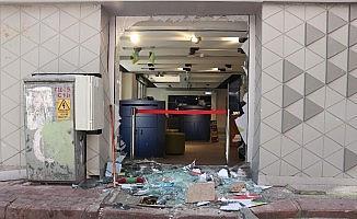 Kaldırım taşı ile camı kırıp 1 dakikada 80 bin TL'lik telefon ve tablet çaldılar