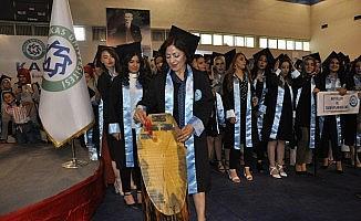 Kars'ta 3 çocuk annesi kadın, üniversite birincisi oldu