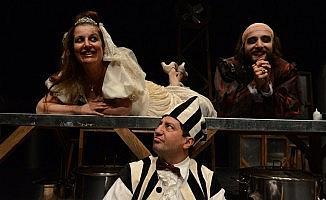 Kaş ve Demre'de tiyatro coşkusu