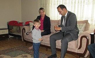 Kaymakam Güven ilçe halkını evinde ziyaret ediyor