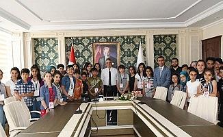 Kayserili öğrenciler Vali Aykut Pekmez ile bir araya geldi