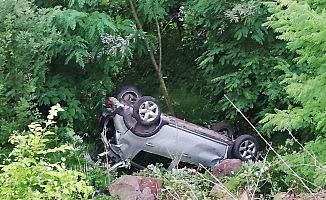 Kontrolden çıkan otomobil uçuruma yuvarlandı: 2 yaralı